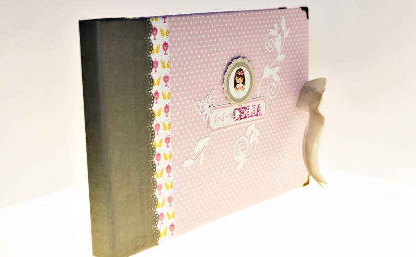 El libro de firmas para la Primera Comunión de Celia